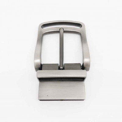 Man release pin belt buckle